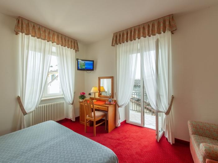 camera-deluxe-hotel-lucia-trentino.jpg