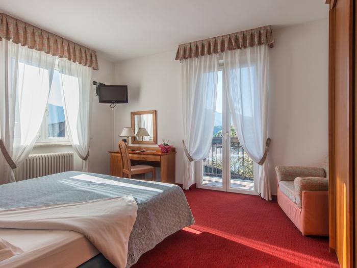 stanza-deluxe-hotel-lucia-levico-terme.jpg