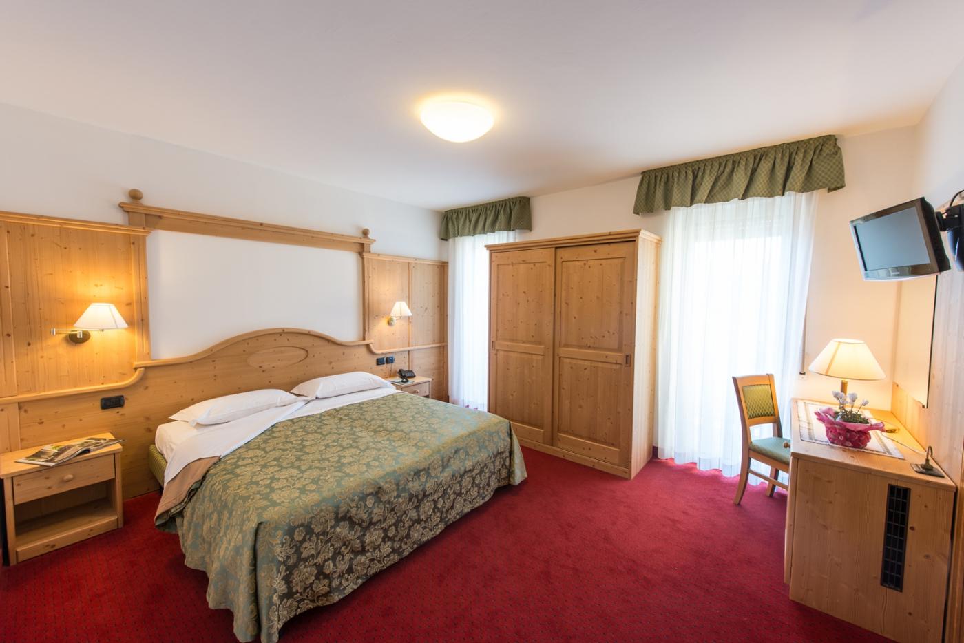 Camera elegance hotel lucia 3 stelle levico terme con piscina - Hotel piscina in camera ...