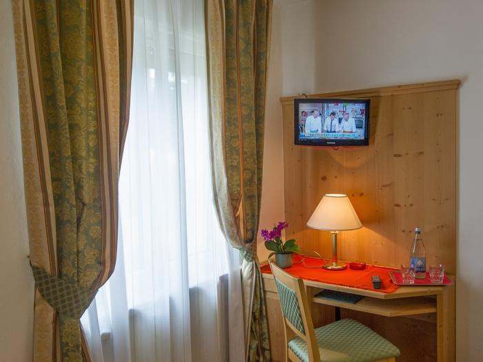 servizi-camera-elegance-hotel-lucia.jpg