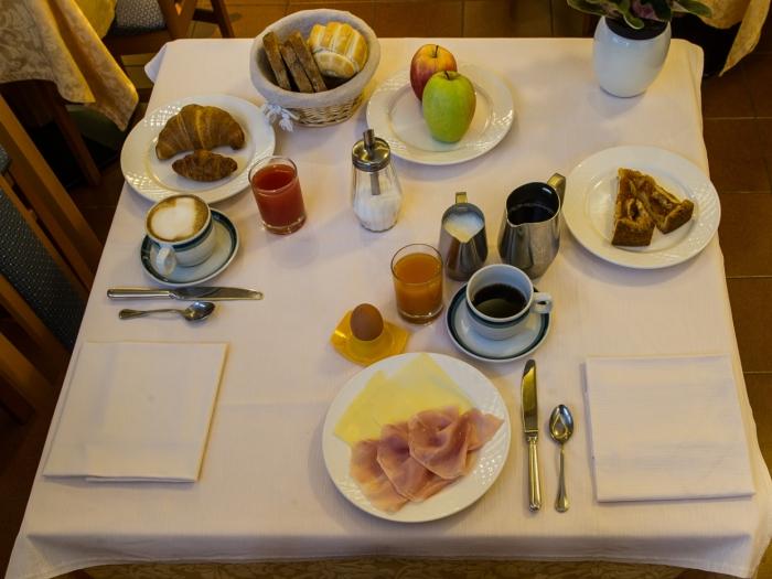 colazioni-buffet-hotel-lucia-levico-terme.jpg